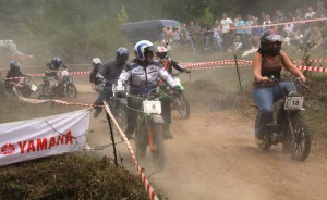 """Die """"Edelbronxls Zündkatzen"""" treten auf dem Nürburgring vor den RTL-Kameras zu einem Rennen gegen die Kobras aus dem Ruhrpott an."""