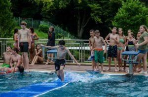 Das Mattenlaufen auf dem Wasser machte besonders viel Spaß