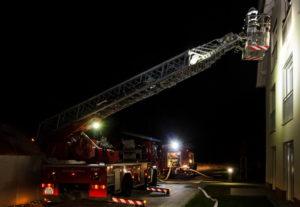 60 Einsatzkräfte mit 14 Einsatzfahrzeugen der Feuerwehren aus der Verbandsgemeinde Hauenstein und THW Hauenstein