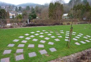 Rasenfeld für Urnenbestattungen angelegt