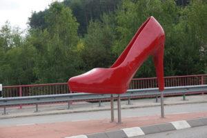 Der Schuh als Willkommen im einst größten Schuhfabrikationsdorf Hauenstein