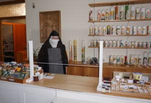Im Kloster sind Kontaktbeschränkungen Teil des Alltags