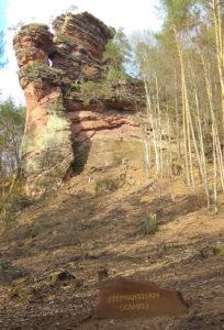 """""""Namenssteine"""" informieren über den Namen besonders markanter Felsen"""